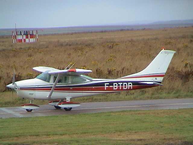Photo: Cessna 182