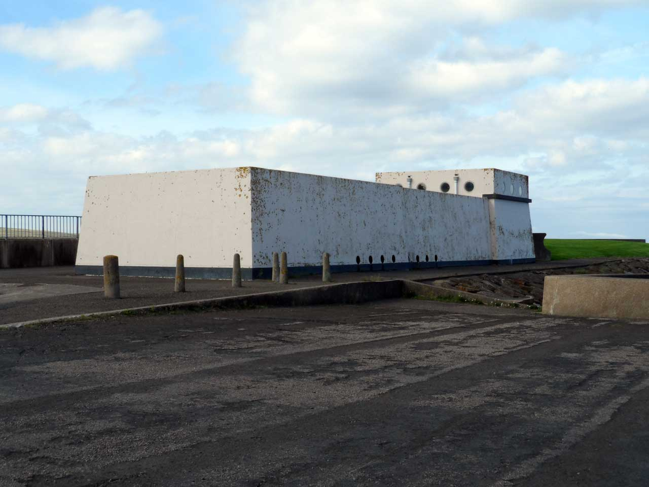 Photo: Waste Water Treatment Works Building Near Thurso Harbour Thurso