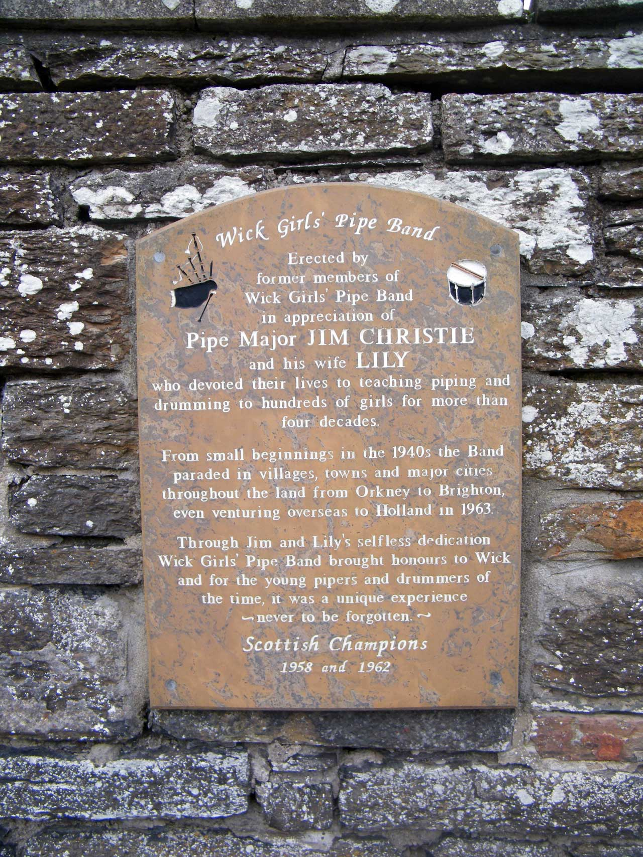 Photo: High Street, Wick - Memorial to Pipe Major Jim Christie and his Wife