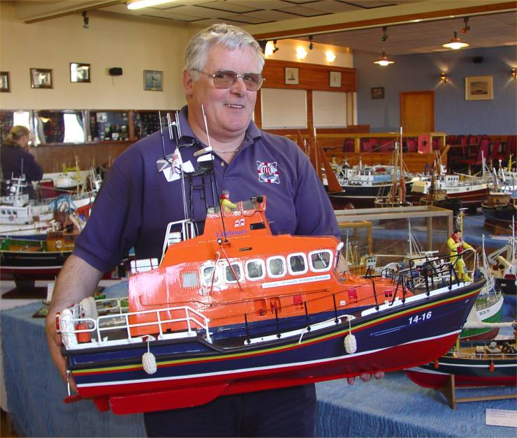 Photo: Pentland Model Boat Club Show 2006 - Ted Miller