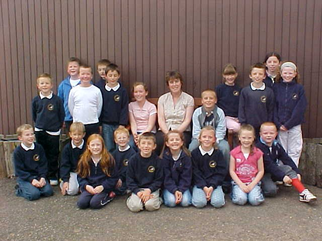 Photo: Thrumster P7 Pupils Present School With New Bench