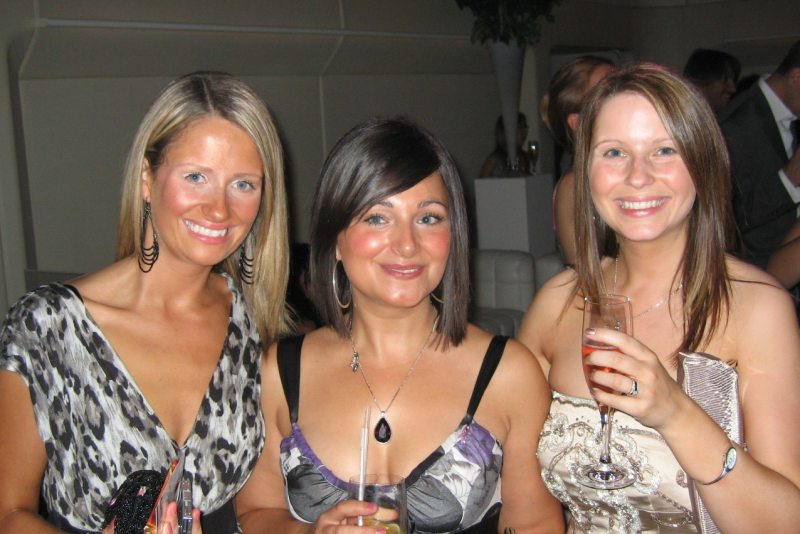 Photo: Two Dundee Girls and Kerry Smith