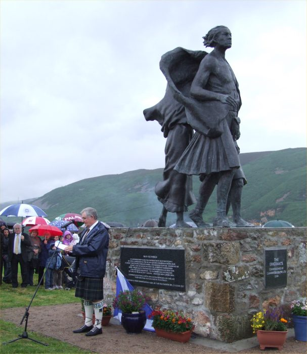 Photo: Denis MacLeod Presenting the Statue To The Helmsdale Community