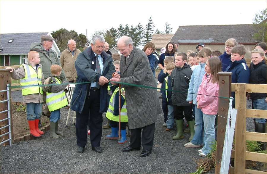 Photo: Arras Mackay And Jim Rosie Cutting The Ribbon