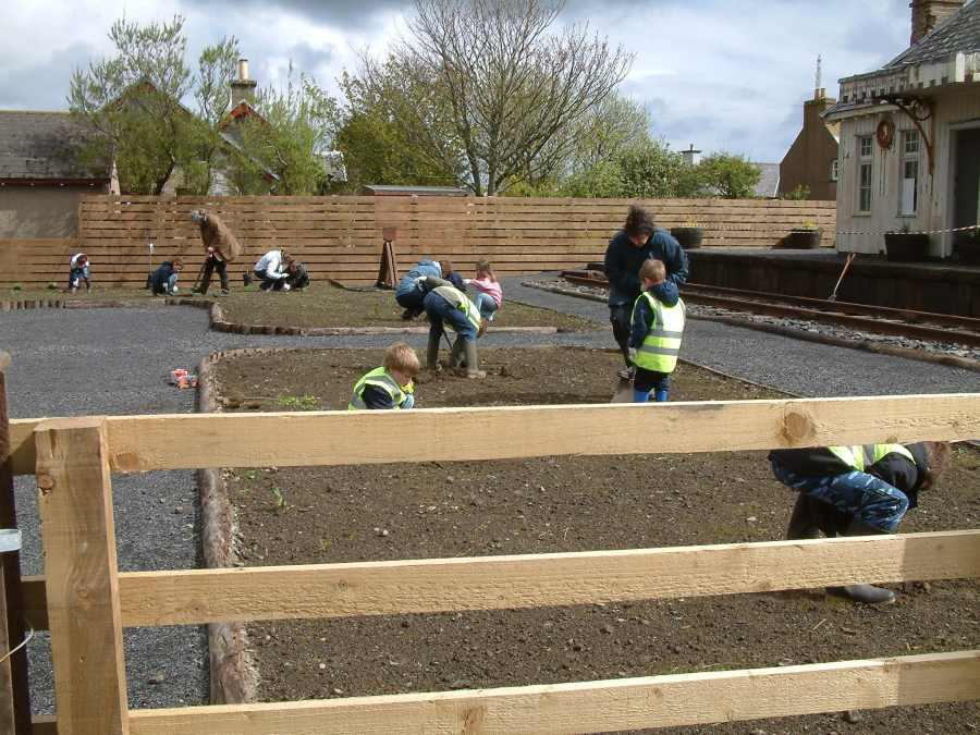 Photo: Working On Thrumster Station Garden