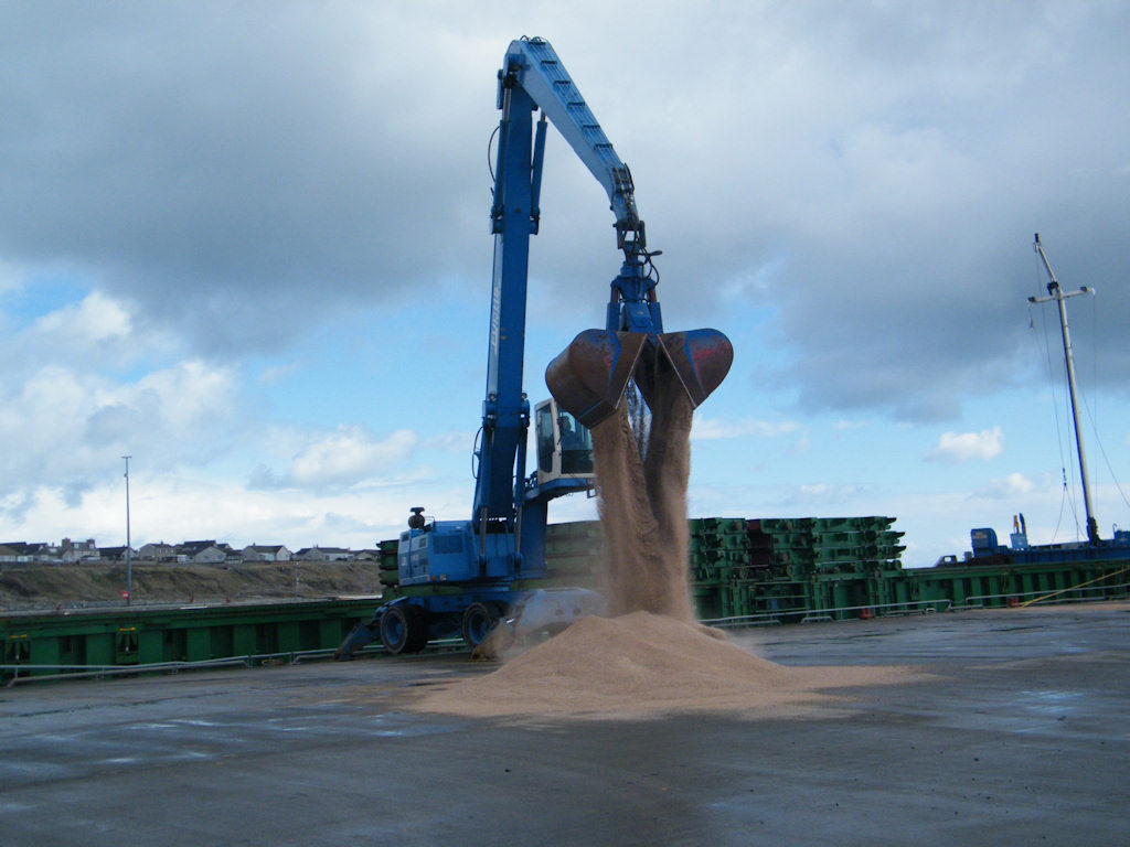 Photo: Scot Explorer Unloading Sand At Wick Harbour