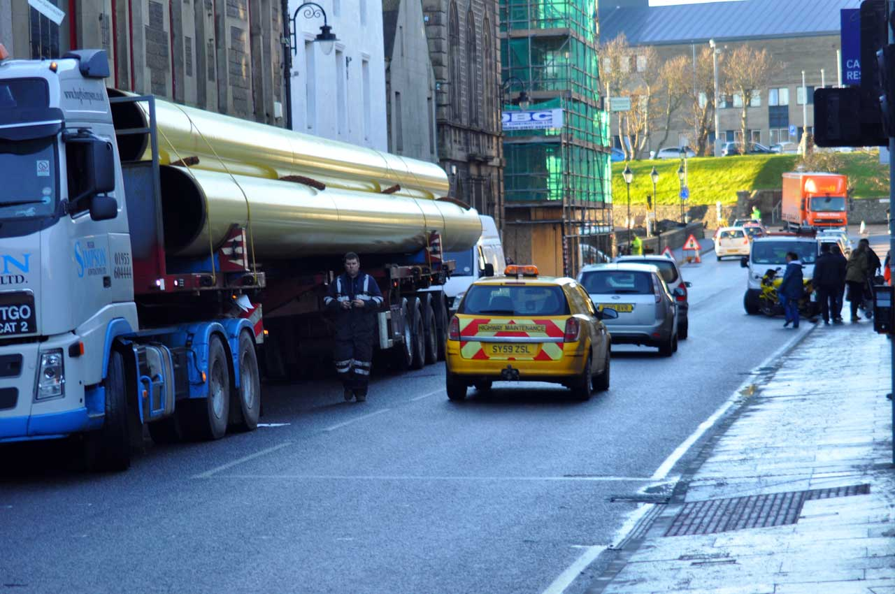 Photo: Wester Pipes Held Up In Wick