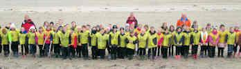 Thurso Beach Clean by Two Thurso Schools