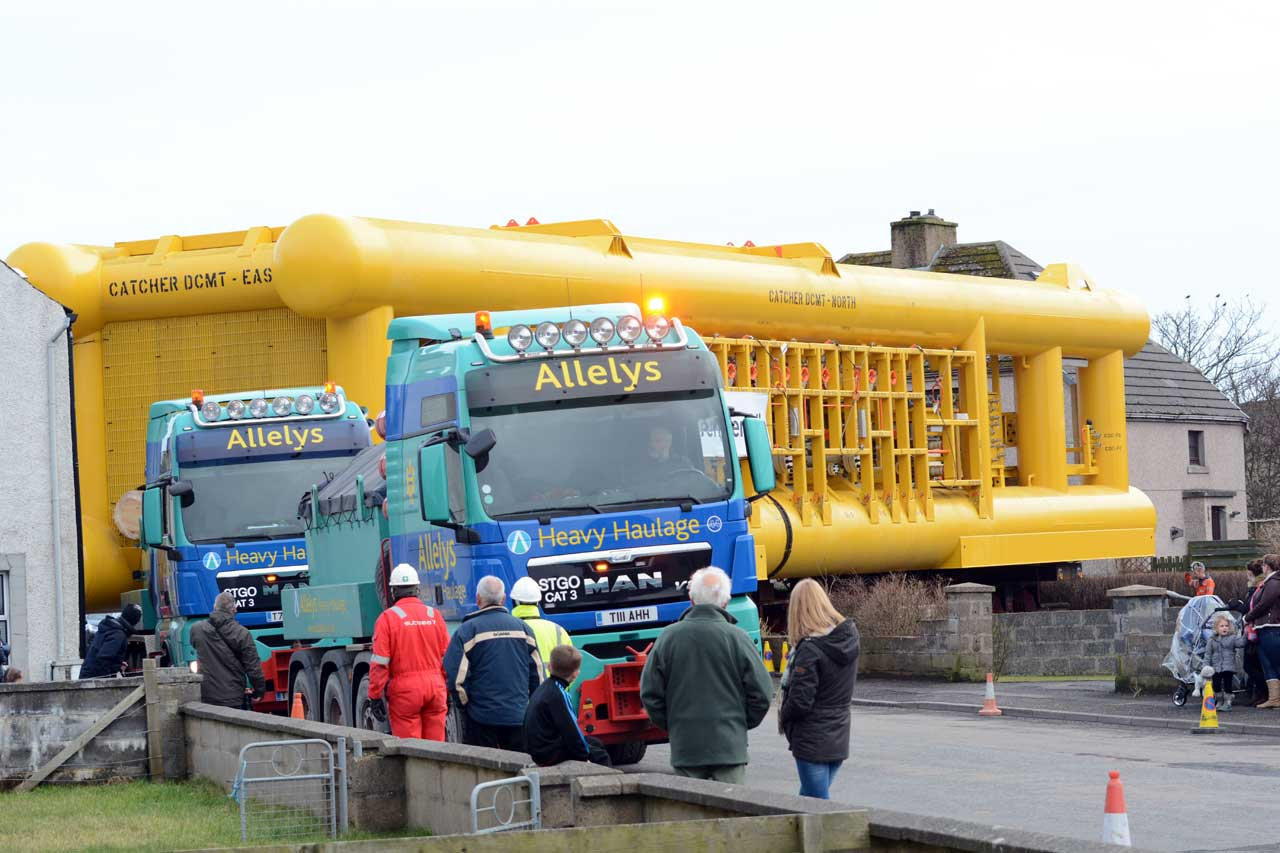 Photo: Towhead Moving Through Wick To Subsea Base
