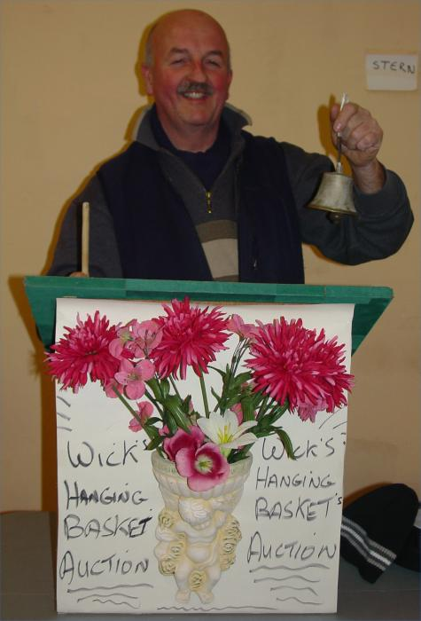 Photo: Auctioneer Willie Mackay Gets In Some Practice