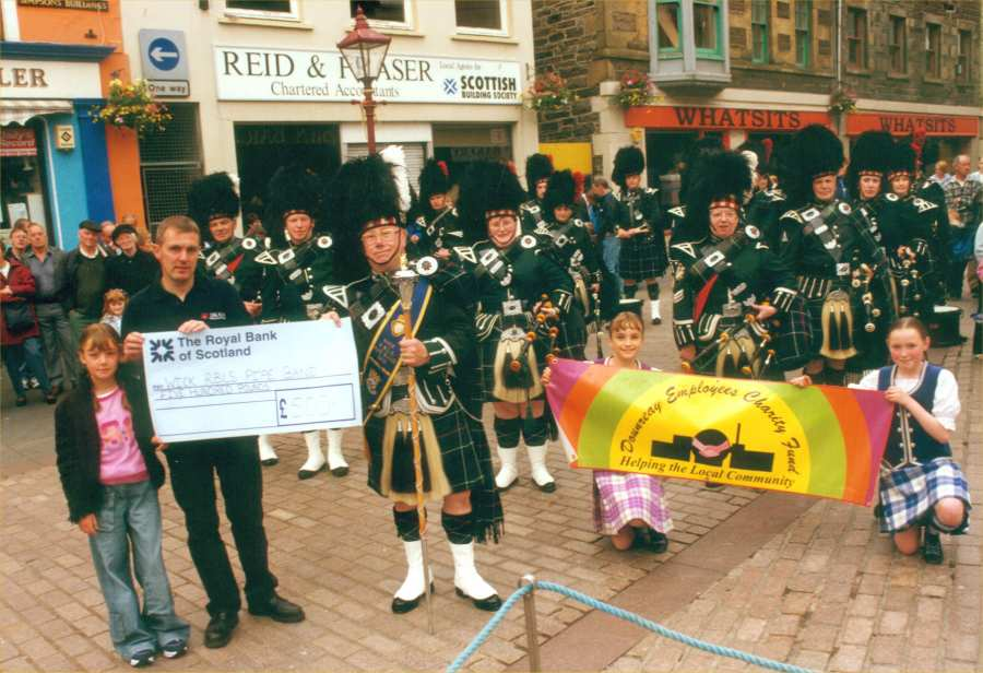 Photo: £500 For Pipe Band