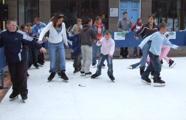 Photo: Skating At Market Square, Wick - 19 August 2006