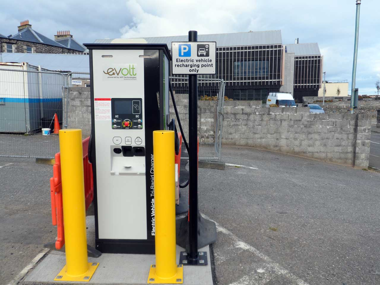 Photo: Electric Car Charge Point, Victoria Place, Wick