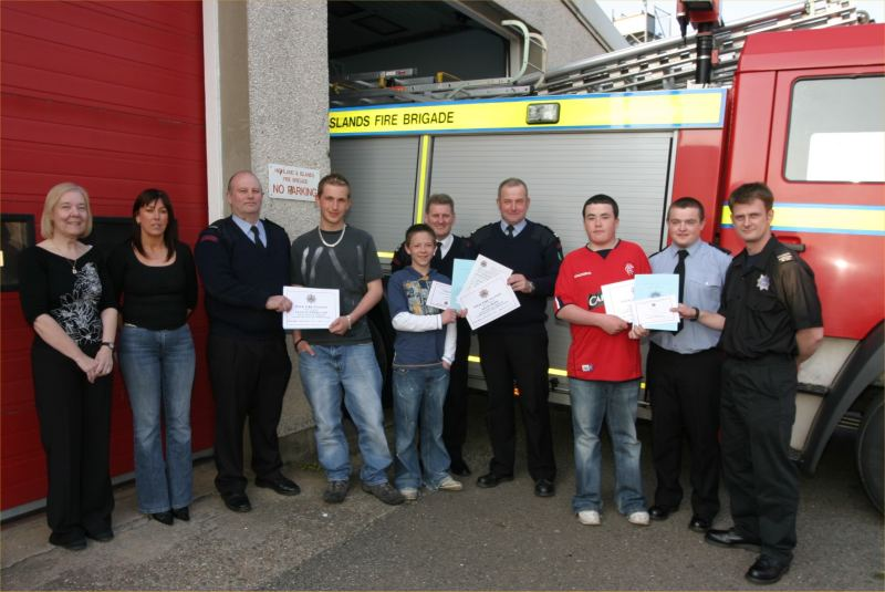 Photo: Fire Brigade Helps Wick Pupils In Duke Of Edinburgh Award