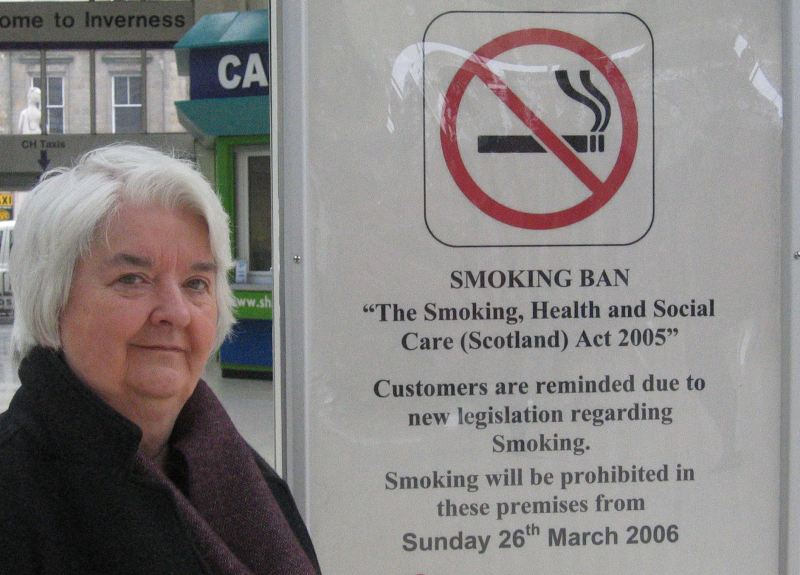 Photo: MSP Maureen MacMillan Supports The Smoking Ban Starting Sunday 26 March 2006