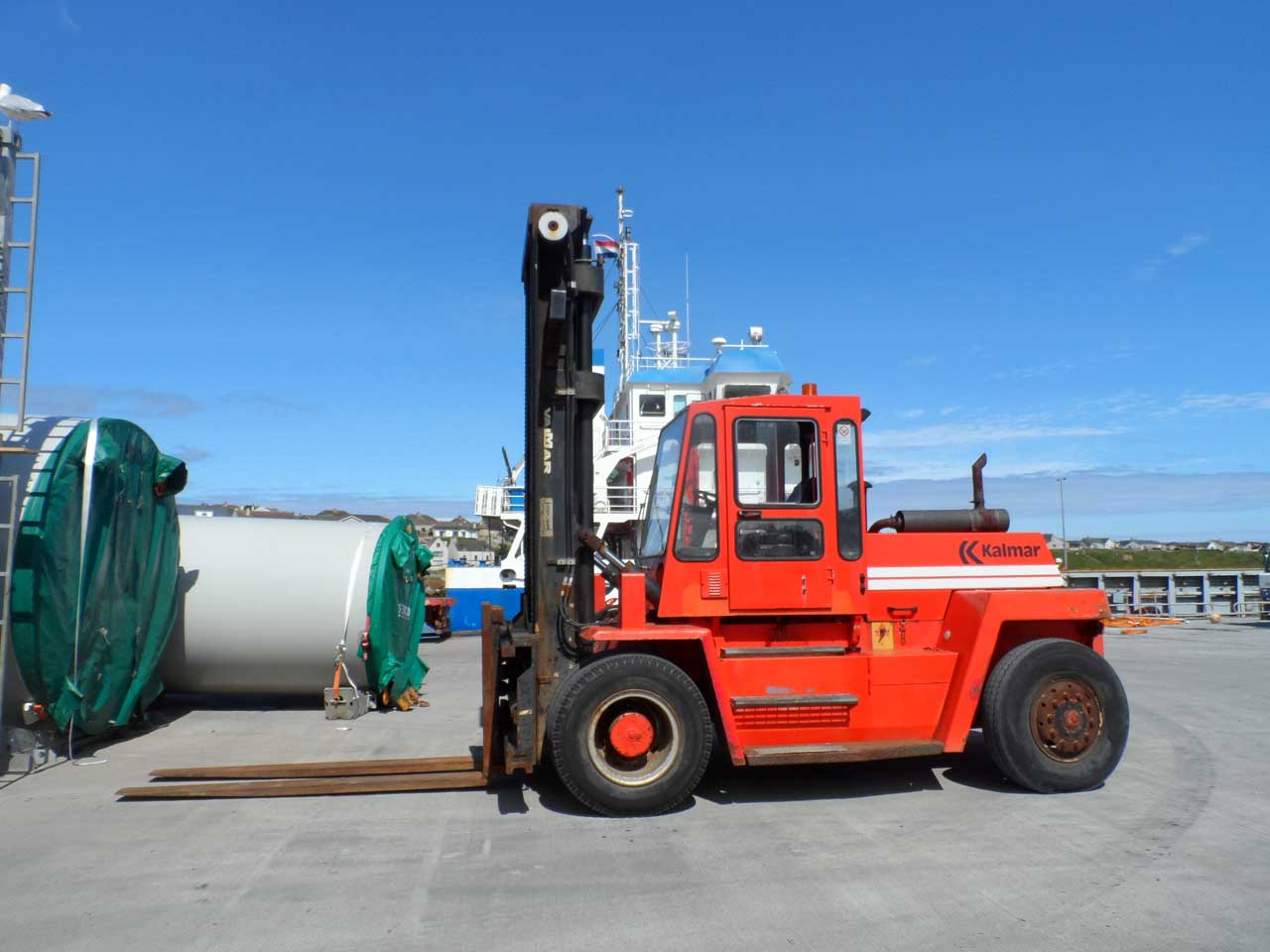 Photo: Forklift At Wick Harbour